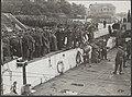In Den Helder worden de ontwapende Duitse soldaten in LCT boten ingescheept voor, Bestanddeelnr 32012 101.jpg
