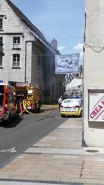 Incendie de la Mairie de Besançon sur la place du 8-Septembre le 25 juin 2015.