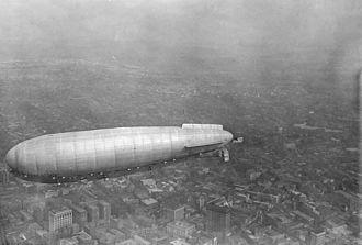 Roma (airship) - Image: Italian airship Roma over Norfolk VA 1922