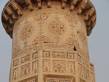 Itimad-ud-daulah Tomb 10.jpg