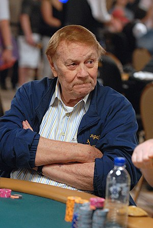 English: Jerry Buss (LA Lakers owner) playing ...