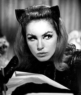Julie Newmar in haar rol als Catwoman in Batman (1966).