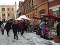Julmarknad på Gamla Stortorget 2014 hantverksstånd och folk.JPG