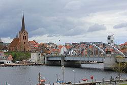 König Christian X.-Brücke und St. Marie Kirche am 18. April 2014, Bild 03.JPG