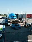 KLM Boeing 777 at Schiphol (P1050129).jpg