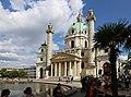 Karlskirche Wien Juni 2014 c.jpg