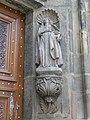 Katedrála svatého Bartoloměje, socha u hlavního vstupu.JPG