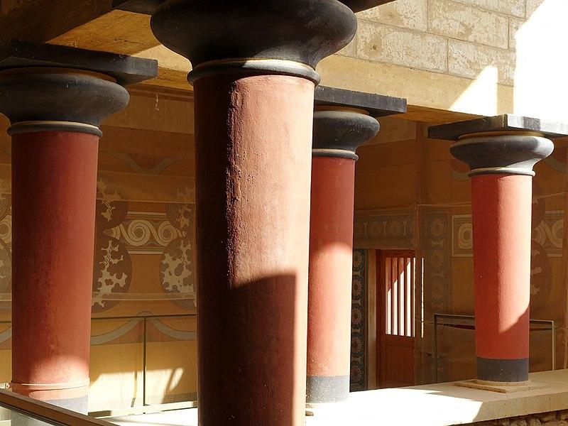 File:Knossos Großes Treppenhaus 04.jpg
