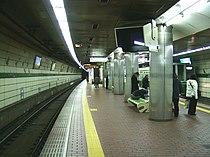 Kobe-subway-S09-Shin-Nagata-station-platform.jpg