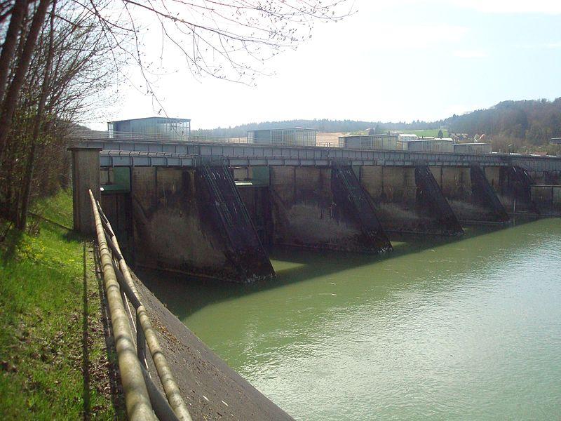 File:Kraftwerk Passau-Ingling, Wehranlage, Österreichische Seite, Unterwasser.jpg