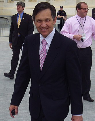 Dennis Kucinich - Kucinich outside the Capitol in June 2007