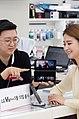 LG V50 ThinQ, 10일 출시 (33923336228).jpg