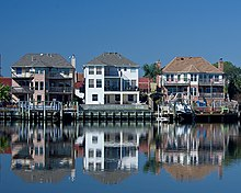 Lakeside Houses in Nassau Bay TX.jpg