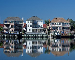 Lakeside houses in Nassau Bay