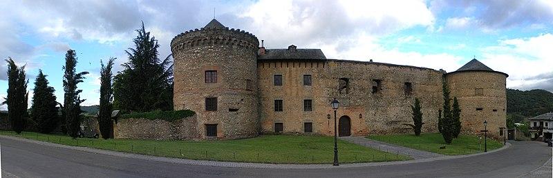 File:León.2010.Castillo de Villafranca del Bierzo.jpeg