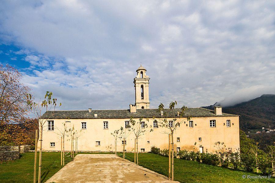 Piazzali, Castagniccia (Corse] - Vue du couvent depuis le chemin d'accès