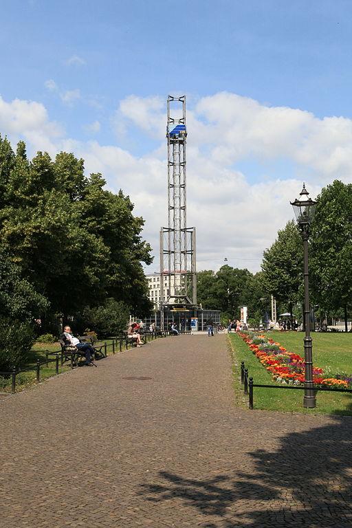 512px-Leipzig_-_M%C3%BCllerpark_%2B_Augustusplatz_01_ies.jpg