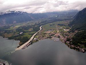 O Ródano desaguando no Lago de Genebra, na Suíça, para depois continuar seu caminho até o Mar Mediterrâneo.