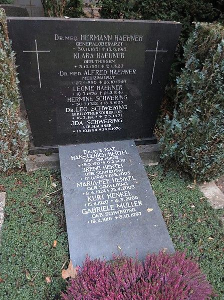 File:Leo Schwering -grave.jpg