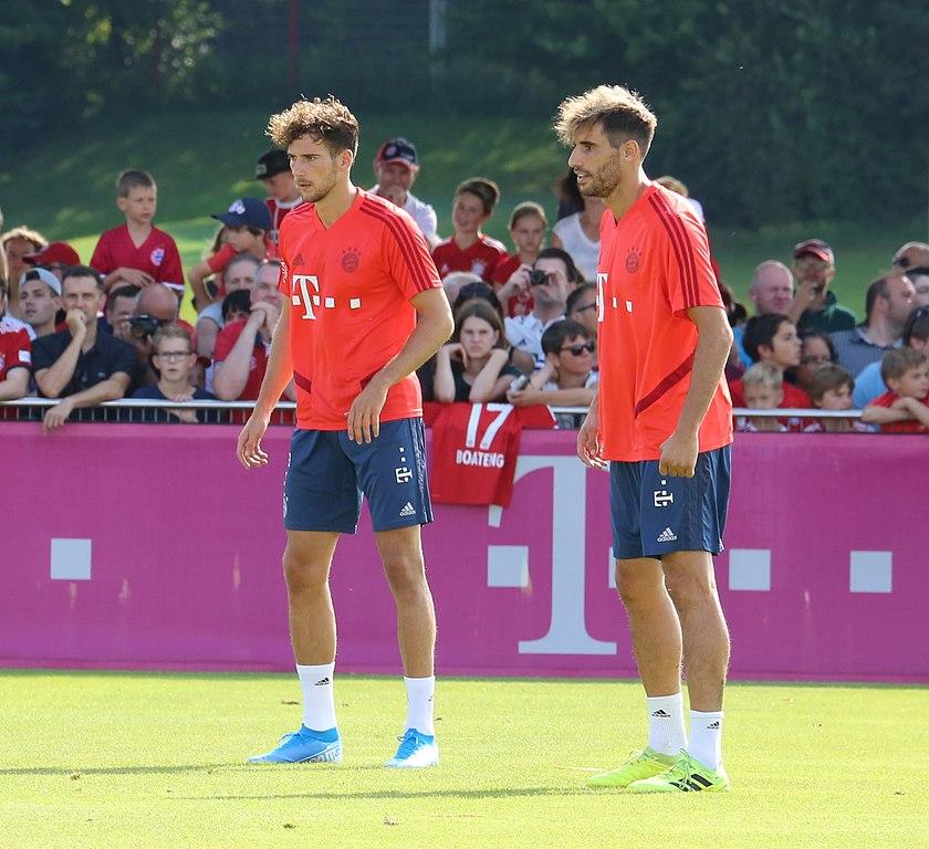 File:Leon Goretzka Javi Martinez Training 2019-09-01 FC Bayern  Muenchen-1.jpg - Wikimedia Commons