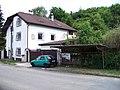 Libčice nad Vltavou-Chýnov, Chýnovská 563 a bývalá zastávka.jpg