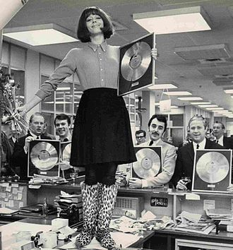 Lill Lindfors - Lill Lindfors showing her gold record alongside other Swedish artists (3 May 1968)