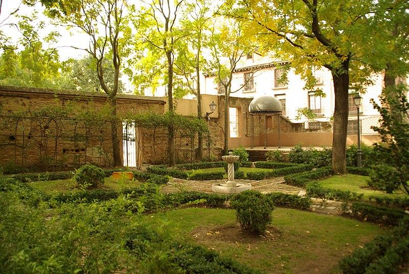 File:MADRID A.V.U. JARDIN PRINCIPE ANGLONA VISITA COMENTADA - panoramio (1).jpg