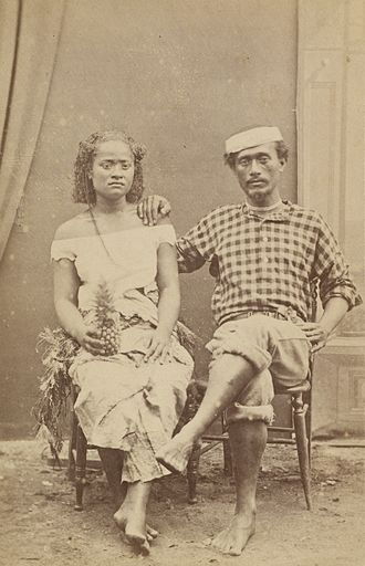 Enele Maʻafu - His son Siale'ataongo, called Charles Maʻafu, on the right next to his cousin Adi Tupoutuʻa.
