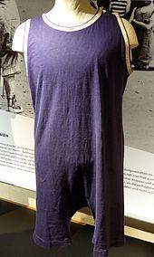 bd8dd320357d3 Herrenbadeanzug 1920er Jahre aus Baumwolljersey