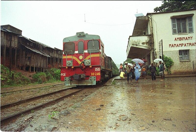 File:Manampatrana - railroad station.jpg