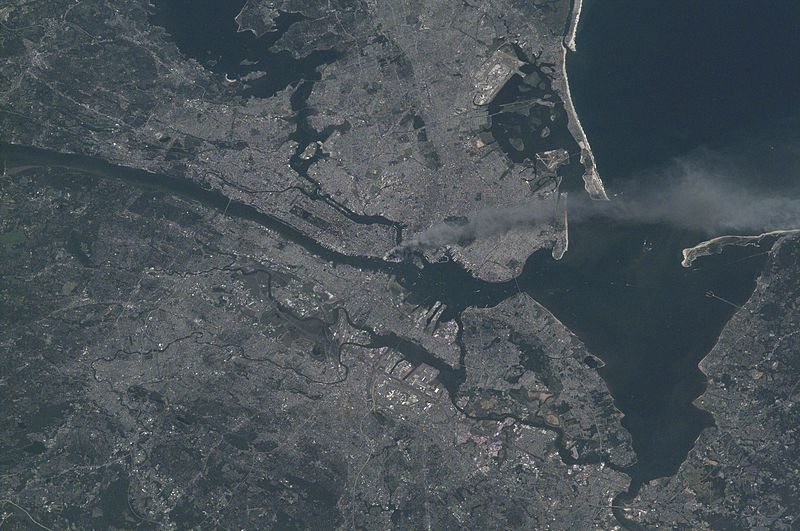 File:Manhattan smoke plume on September 11, 2001 from International Space Station (ISS003-E-5388).jpg