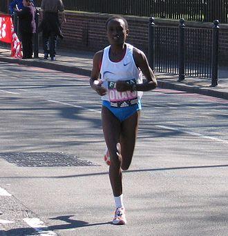 Margaret Okayo - Okayo running in the 2005 London Marathon