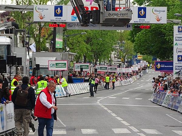 Maubeuge - Quatre jours de Dunkerque, étape 2, 7 mai 2015, arrivée (A17).JPG
