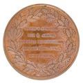 Medalj med krans av ek- och lagerblad samt text - Skoklosters slott - 99302.tif