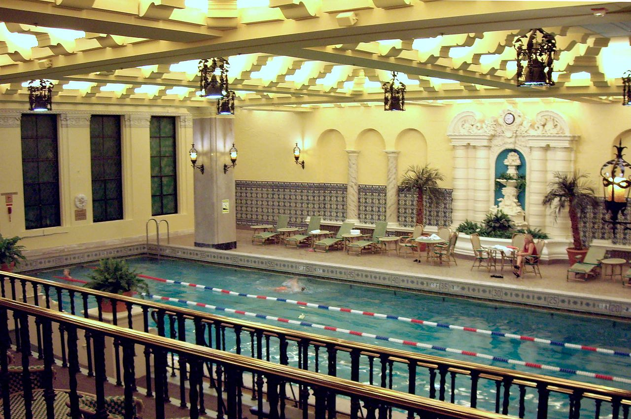 Chicago Hotel Pool Day Pab