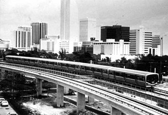 Metrorail (Miami-Dade County) - Early photo of a northbound Metro train approaching Brickell