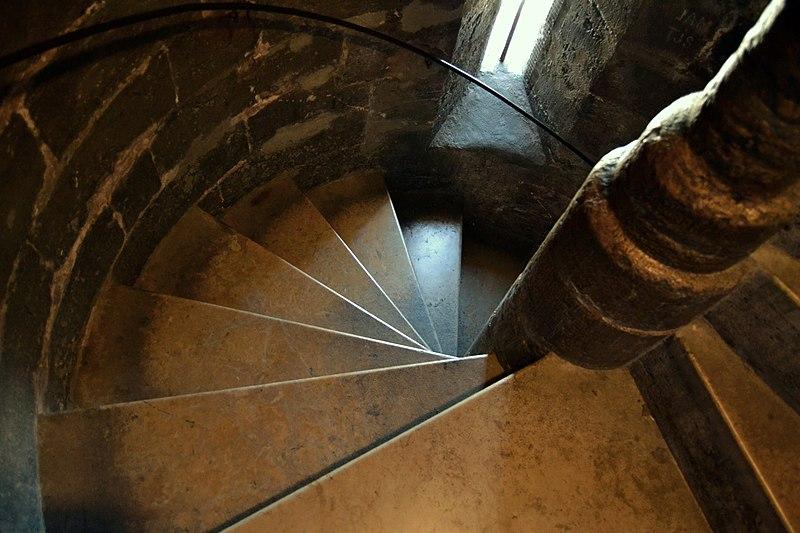 File:Micalet de València, escales.JPG