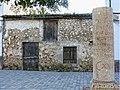 Miliario y Casa Típica Aldeanueva del Camino.jpg