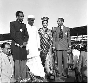 Femina Miss India - Miss India 1952, Indrani Rehman with former Indian Congress leader S.K. Patil, and two of the sponsors of the Miss India contest of 1952