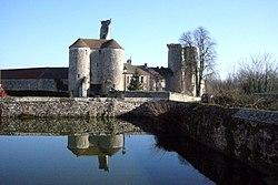 Montépilloy (60), ruines du château et abreuvoir.JPG