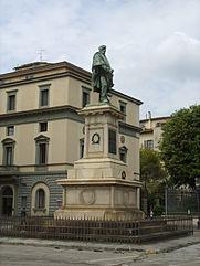 monumento a garibaldi lungarno vespucci