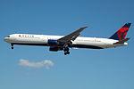 N828MH Boeing 767-400 Delta (14809100562).jpg