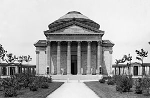 Bronx Community College - The library of Bronx Community College, designed by architect Stanford White, shown in 1904 when the campus was part of New York University; the Hall of Fame for Great Americans arcade is visible to the left and right of the library