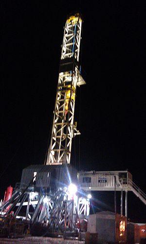 North Dakota oil boom - Image: Night view of the H&P drilling the Bakken