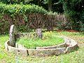 Nointel (95), meule de pressoir, dans le jardin des anciennes écurires du château, impasse Saint-Denis.jpg
