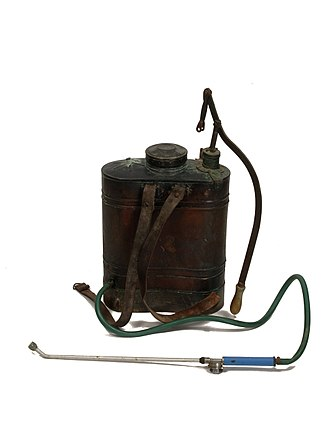 Sulfate - Knapsack sprayer used to apply sulfate to vegetables. Valencian Museum of Ethnology.