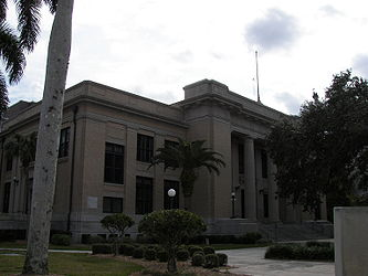 Old Lee County Courthouse.jpg