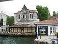 Old house on Bosphorus shore - panoramio.jpg
