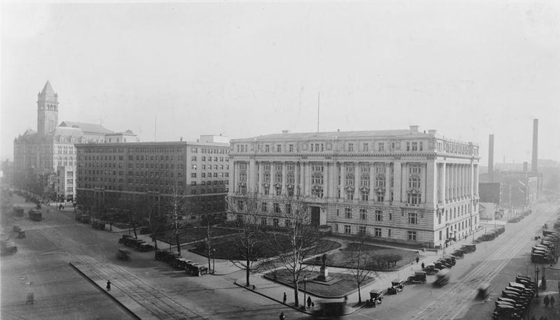 File:Oldpostoffice southernrailway districtbuilding c1932.jpg