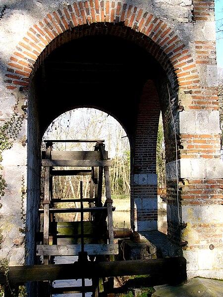 Détail du Moulin des Béchets sur le Loiret, Olivet, Loiret, France